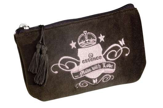 essence made with love cosmetic bag, Quelle: cosnova GmbH