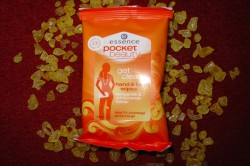 Produktbild zu essence pocket beauty get clean hand & body wipes