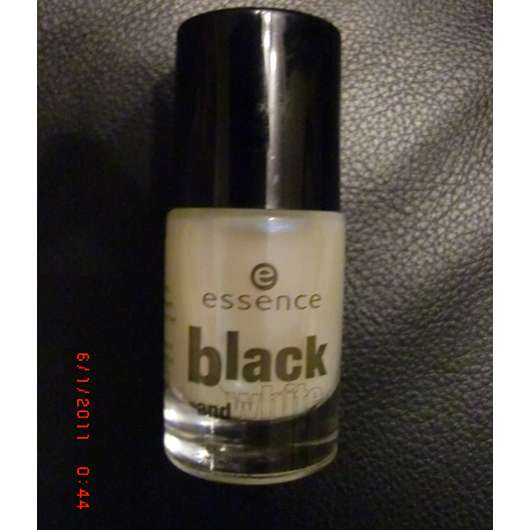 essence black & white top coat, Farbe: 01 make me holo (LE)