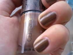 "Produktbild zu Catrice Ultimate Nail Lacquer – Farbe: C01 Yes, You Tan! (""Bohemia"" LE)"