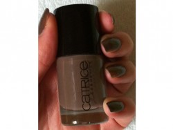 Produktbild zu Catrice Ultimate Nail Lacquer – Farbe: 220 Lost in Mud