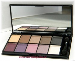 Produktbild zu NYX 10 Color Eyeshadow Palette The Runway Collection – Farbe: Versus