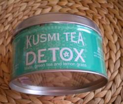 Produktbild zu KUSMI TEA DETOX Mate- und Grüntee aromatisiert mit Zitronengras