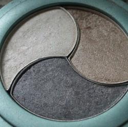 Produktbild zu Alterra Naturkosmetik Lidschatten Trio – Farbe: 03 Silver Star