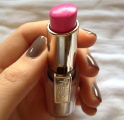 Produktbild zu L'ORÉAL PARiS Rouge Caresse Lipstick – Farbe: 07 Cheeky Magenta