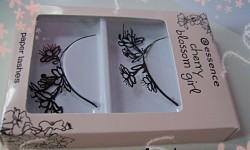 Produktbild zu essence cherry blossom girl paper lashes (LE)