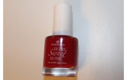 Produktbild zu essence home sweet home nail polish gel shine – Farbe: 04 berry me home (LE)