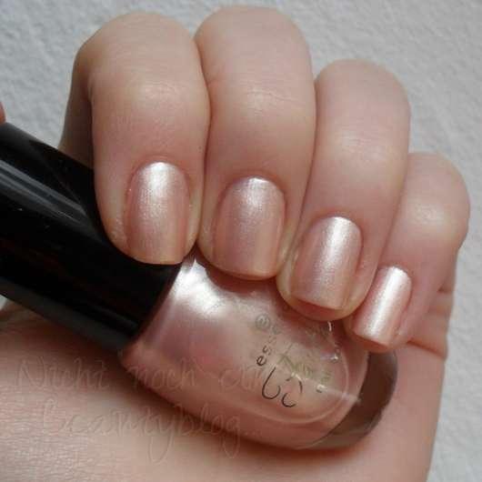 Test - Nagellack - Essence Fantasia Nail Polish Farbe 04 Have You Seen My Unicorn? (LE ...