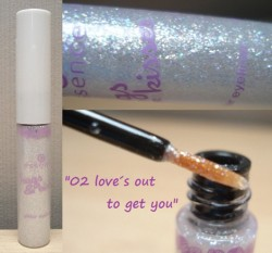 Produktbild zu essence hugs & kisses glitter eyeliner – Farbe: 02 love's out to get you (LE)