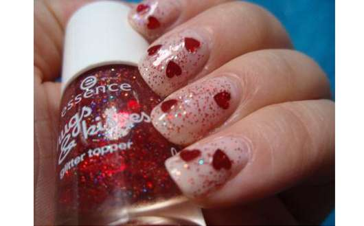 essence hugs & kisses glitter topper, Farbe: 04 sunshine and red roses (LE)
