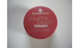 Produktbild zu essence soufflé touch blush – Farbe: 020 frozen strawberry