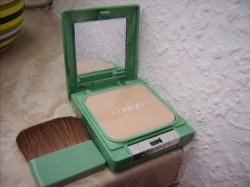 Produktbild zu Clinique Almost Powder Make up SPF 15 – Nuance: 01 Fair
