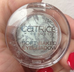 Produktbild zu Catrice Soft Baked Eye Shadow – Farbe: C02 Play It Blue (LE)