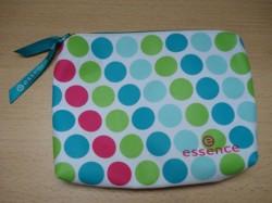 Produktbild zu essence make-up bag