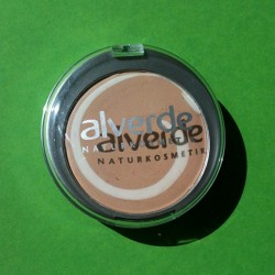 Produktbild zu alverde Naturkosmetik Color & Care Cream To Powder Make Up – Nuance: 10 Soft Cream