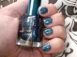 Produktbild zu p2 cosmetics lost in glitter polish – Farbe: 040 be cool!