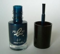 Produktbild zu agnès b. mini b. 40 seconds nail polish – Farbe: Calamity Jean (LE)