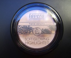 Produktbild zu lavera Trend sensitiv Soft Glowing Highlighter – Farbe: 02 Shining Pearl (LE)