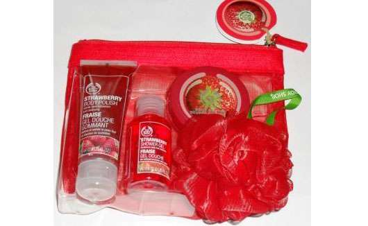 The Body Shop Strawberry Shower, Scrub & Moisture Set