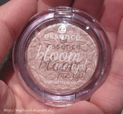 Produktbild zu essence bloom me up! mono eyeshadow – Farbe: 01 bloomylicious (LE)