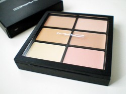 Produktbild zu M·A·C Pro Conceal And Correct Palette – Farbe: Light
