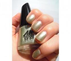 Produktbild zu MANHATTAN Retro Glam Nail Polish – Farbe: 004 Hey Jade! (LE)