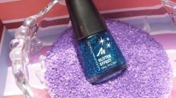 Produktbild zu MANHATTAN Glitter Effect Nail Polish – Farbe: 004 Laguna Love (LE)