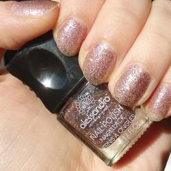 Produktbild zu alessandro International Looks Glitter Stars Nail Polish – Farbe: 08 Paris Paris