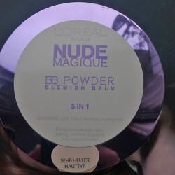 Produktbild zu L'ORÉAL PARiS Nude Magique BB Powder Blemish Balm 5in1 – Farbe: Sehr heller Hauttyp