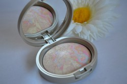 Produktbild zu Arabesque Illuminating Powder – Farbe: 50