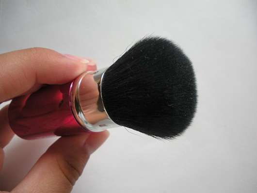 essence aquatix mini powder brush (LE)