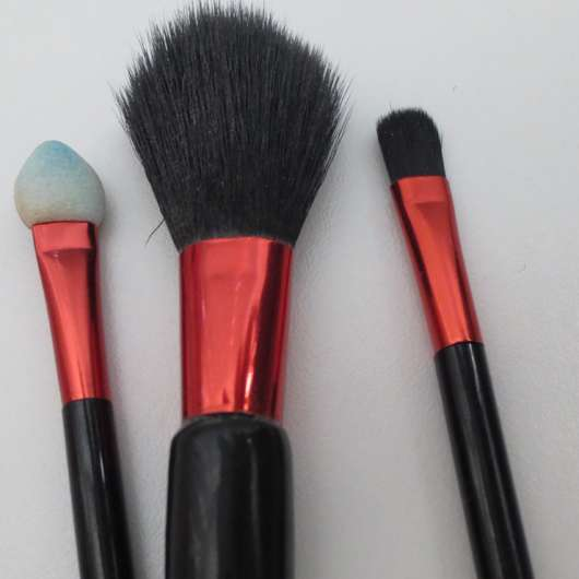 test pinsel set essence minis 2go brush set testbericht von ss super sina. Black Bedroom Furniture Sets. Home Design Ideas