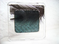 Produktbild zu Catrice Feathered Fall Luxury Eye Shadow – Farbe: C01 Peacocktail (LE)