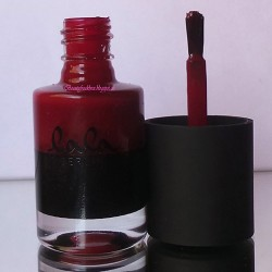 Produktbild zu Catrice lala Berlin Nail Lacquer – Farbe: C05 Ruling Red (LE)