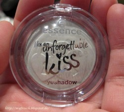 Produktbild zu essence like an unforgettable kiss eyeshadow – Farbe: 01 always on my mint (LE)