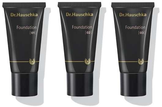 Neue Dr. Hauschka Foundation in fünf Farbnuancen