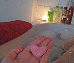 Produktbild zu LUSH Fun Rosa (Waschknete)