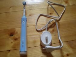 Produktbild zu Oral-B Pro 1000 Precision Clean elektrische Zahnbüste