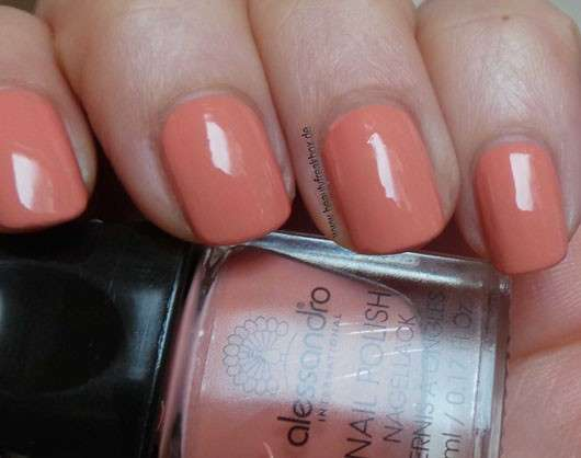 test nagellack alessandro international nagellack farbe apricot touch le testbericht. Black Bedroom Furniture Sets. Home Design Ideas