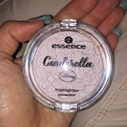 Produktbild zu essence cinderella highlighter powder – Farbe: 01 the glass slipper (LE)