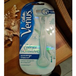 Produktbild zu Gillette Venus Embrace Sensitive Rasierer