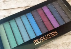 Produktbild zu Makeup Revolution Redemption Palette Mermaids VS Unicorns