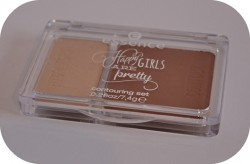 Produktbild zu essence happy girls are pretty contouring set – Farbe: 01 happiness is … a way of life (LE)