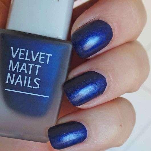test effektlack isadora velvet matt nails nagellack farbe 822 moody blues testbericht. Black Bedroom Furniture Sets. Home Design Ideas