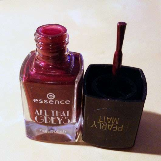 essence all that greys nail polish, Farbe: 05 roaring red (LE)