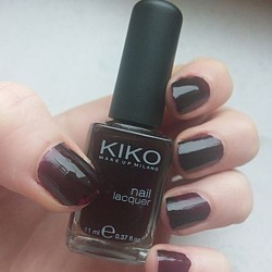 test nagellack kiko nail lacquer farbe 227 dark rouge noir testbericht von lulusbeauty. Black Bedroom Furniture Sets. Home Design Ideas