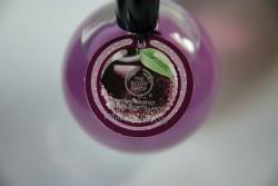 Produktbild zu The Body Shop Frosted Plum Schimmerndes Körperspray (LE)