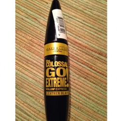 Produktbild zu Maybelline New York The Colossal Go Extreme! Volum' Express Mascara – Farbe: Leather Black