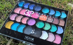 Produktbild zu NICKA K NEW YORK 32 Perfect Thirty-Two Colors eyeshadow & blush palette