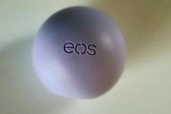 Produktbild zu eos Smooth Spheres Organic Lip Balm – Sorte: Passion Fruit (LE)